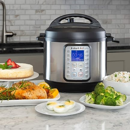 Electric Instant Pot slow cooker with saute function
